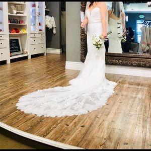 Pronovious wedding dress never worn